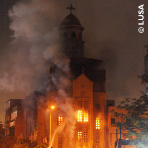 The Virgin Church in Imbaba, Cairo, in flames after anti-Christian attacks in May 2011. Photo © LUSA